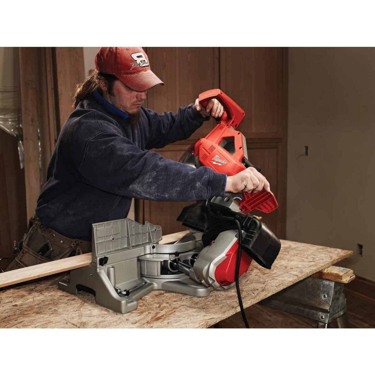 Milwaukee 12 In. 15-Amp Dual-Bevel Sliding Compound Miter Saw Image 2